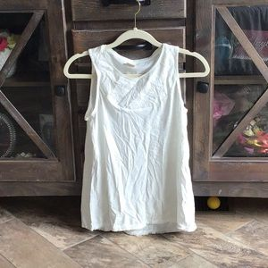 White t shirt with flower print on top